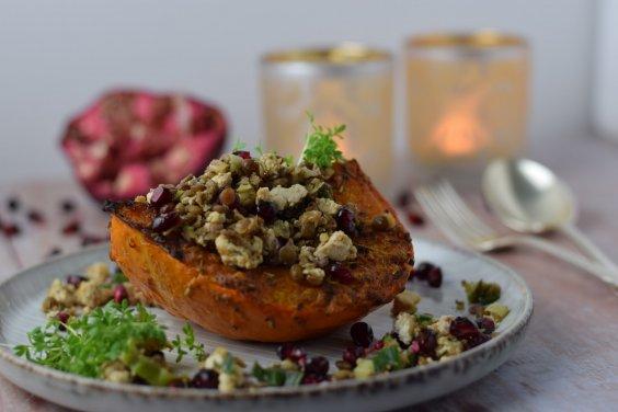 Ofenkürbis mit Linsen und Feta (vegan)